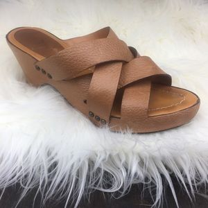 FRYE BOOTS CO SLIP ON LEATHER SANDALS, TAN, sz 7.5